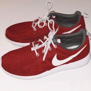 Nike Men's Tanjun Size 7 - Red